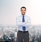 Bell'uomo d'affari con le braccia incrociate — Foto Stock