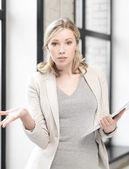 担心的女人与文档 — 图库照片