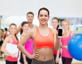 Donna sportiva con smartphone — Foto Stock