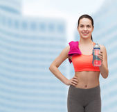 Sporty woman with towel and water bottle — ストック写真