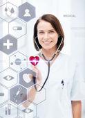 聴診器と仮想スクリーンをもつ女性の医者 — ストック写真
