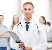 Médico masculino com estetoscópio e área de transferência — Foto Stock