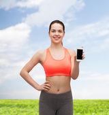 Sportiga kvinnan med smartphone — Stockfoto