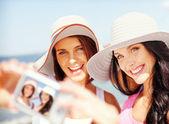 Girls taking self portrait on the beach — Stock Photo