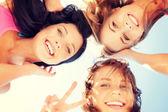 Tváře dívky s odstíny při pohledu dolů — Stock fotografie