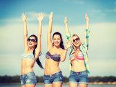 Krásné mladé dívky či mladé ženy baví — Stock fotografie