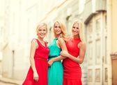 Three beautiful women in the city — Stock Photo