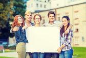 студенты или подростков с белой пустой доске — Стоковое фото