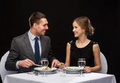 Smiling couple eating main course at restaurant — Foto de Stock