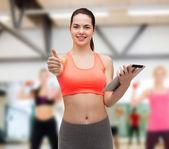 Tablet pc 计算机的运动型女人 — 图库照片