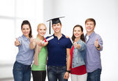 Group of students with diploma showing thumbs up — Foto Stock