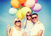 Família com balões coloridos — Fotografia Stock