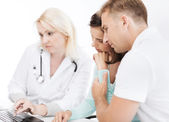 Doctor with patients in hospital — Stock Photo