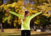 Mulher fazendo esportes ao ar livre — Fotografia Stock