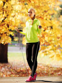 Açık havada spor yapıyor kadın — Stok fotoğraf