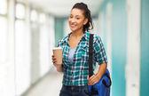 Sorridente studente con borsa e togliere la tazza di caffè — Foto Stock