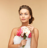 Woman with bouquet of flowers — Stock Photo