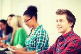 öğrenci okulda bilgisayar eğitimi ile — Stok fotoğraf