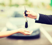 Customer and salesman with car key — Stock Photo