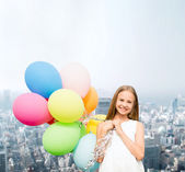 Happy girl with colorful balloons — Stockfoto