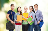 Lächelnd studenten stehen — Stockfoto