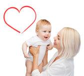 Gelukkig moeder met glimlachende baby — Stockfoto
