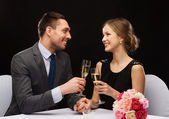 Couple with glasses of champagne at restaurant — 图库照片