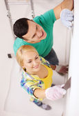 Smiling couple doing renovations at home — 图库照片