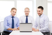 Business team working with laptop in office — Stockfoto