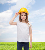 Smiling little girl in protective helmet — Stockfoto
