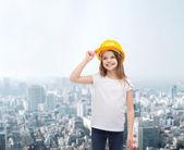 Smiling little girl in protective helmet — Stockfoto