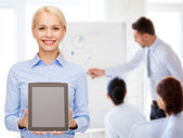 Businesswoman with blank black tablet pc screen — 图库照片