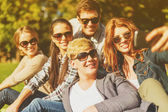 Teenagers taking photo with smartphone outside — Stock Photo