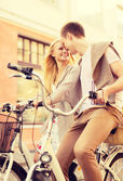 Un par de bicicletas en la ciudad — Foto de Stock