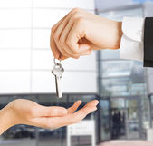 Man and woman with house keys — Stock Photo