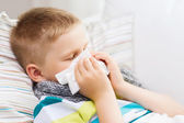 Ill boy with flu at home — Stockfoto