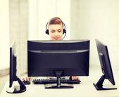 Freundliche weibliche helpline operator — Stockfoto