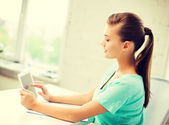 Attractive student girl using tablet pc — Stock Photo