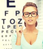 Donna in occhiali da vista con occhio grafico — Foto Stock