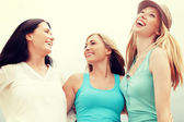 Girls looking up in the sky — Stock Photo
