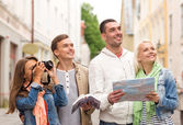 Group of friends with city guide, map and camera — Stock Photo