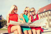 Beautiful blonde women with map in the city — Stok fotoğraf