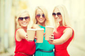 Blonds holding takeaway coffee cups in the city — Stock Photo