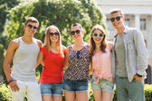 Group of smiling friends outdoors — Stok fotoğraf