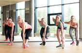 Group of women working out in gym — Stock fotografie