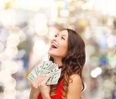 Kırmızılı kadın bizimle doları para elbise — Stok fotoğraf