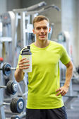 Smiling man with protein shake bottle — Stock Photo