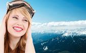 Usmíval se dospívající dívka v snowboardové brýle — Stock fotografie