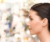 Genç bir kadın portresi profili — Stok fotoğraf