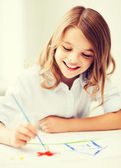Little girl painting at school — Stock Photo